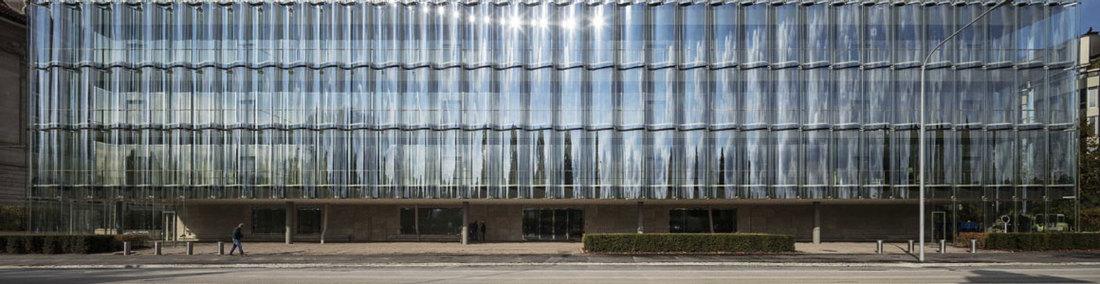 Gestaltung von Büros der Zukunft dank Flächenoptimierung und portfolioweiten standortbasierten Services